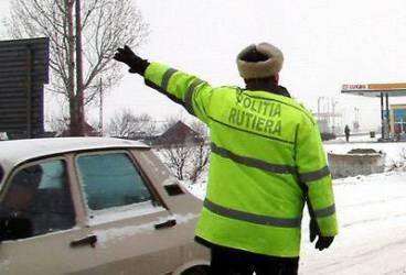 S-au întors ninsorile! Recomandările poliţiei pentru şoferi