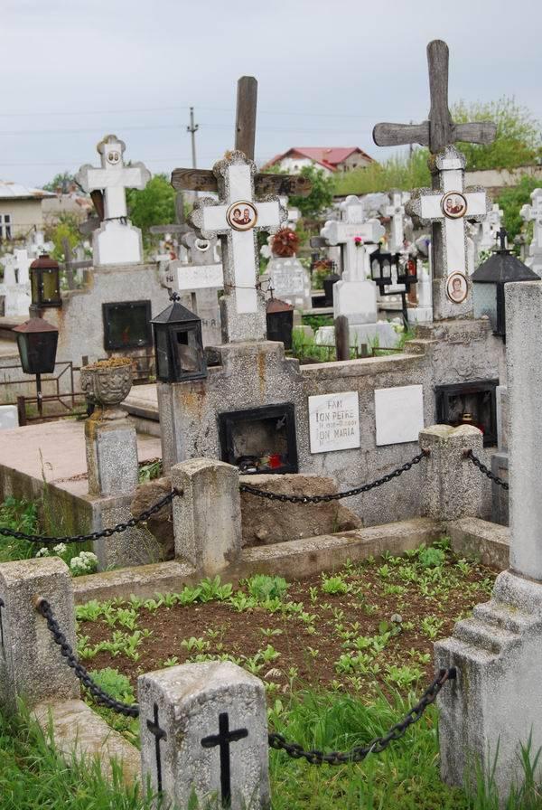 DESZĂPEZIRE PLOIEŞTI/Prioritatea zilei de azi: drumul spre biserică şi cimitir