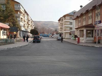 Străzile din centrul oraşului Slănic au fost asfaltate