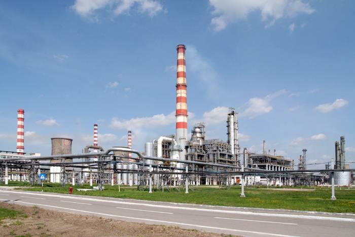 PLOIEŞTI/Astăzi, Lukoil reporneşte instalaţiile rafinăriei
