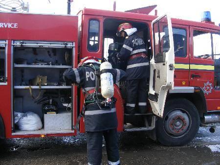 800 de pompieri mobilizaţi în minivacanţa de Sfânta Maria Mare