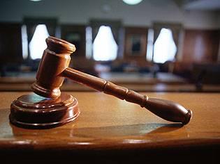Cum poate un client să acţioneze banca în instanţă pentru clauze abuzive