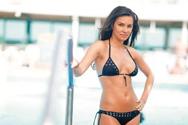 Soţia noului antrenor al Astrei – apariţie sexy în presă
