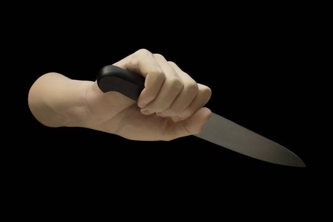 Ameninţa oamenii cu cuţitul, cerându-le bani, în plin centrul Ploieştiului