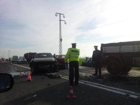 Accident pe DN1A la Teişani. Două persoane rănite