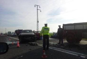 Accident pe DN1, la Floreşti. Autoturism cu 5 pasageri în coliziune cu o cisternă
