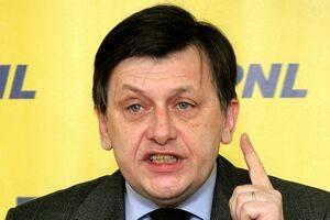 Crin Antonescu îi cere demisia lui Traian Băsescu