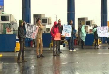 Protest al ecologiştilor la înmormântarea copilului mort la sonda din Ariceştii Rahtivani
