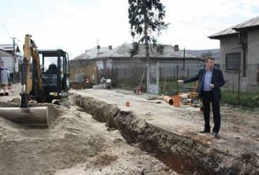 Au început lucrările de extindere a reţelei de canalizare din Urlaţi