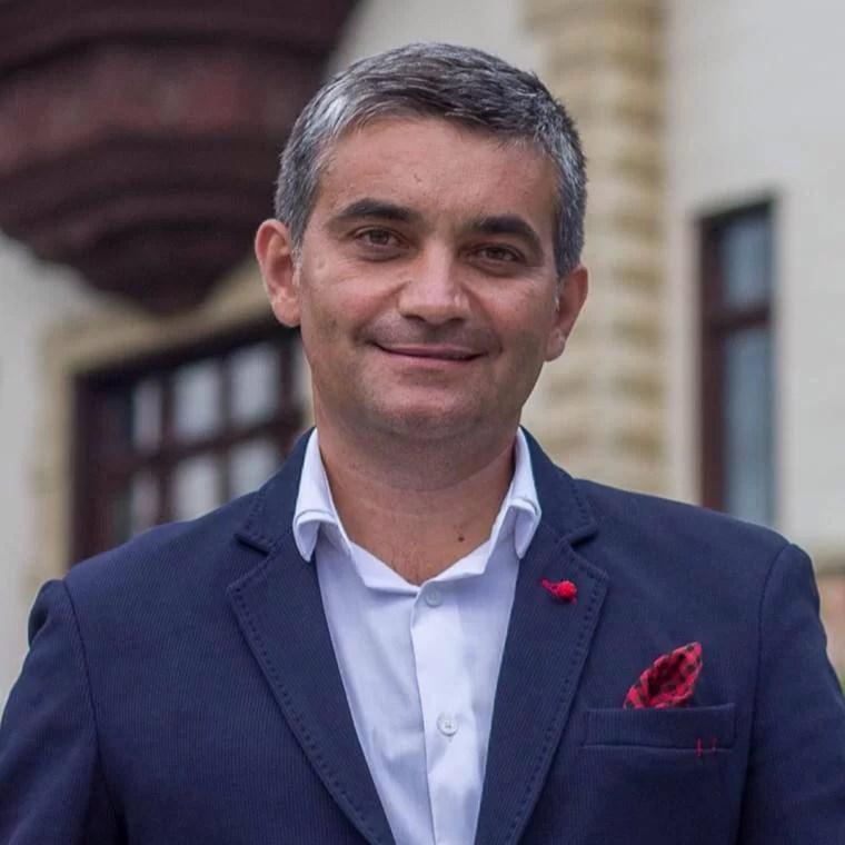 Vlad Oprea, primarul din Sinaia, acuză presiuni şi oferire de mită electorală în ziua alegerilor