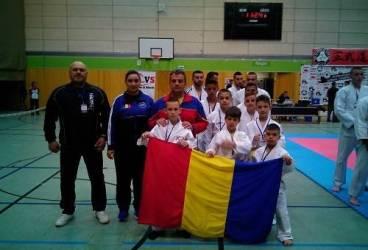 Doi sportivi prahoveni au reprezentat România la Cupa Internaţională de Budokai (MMA)