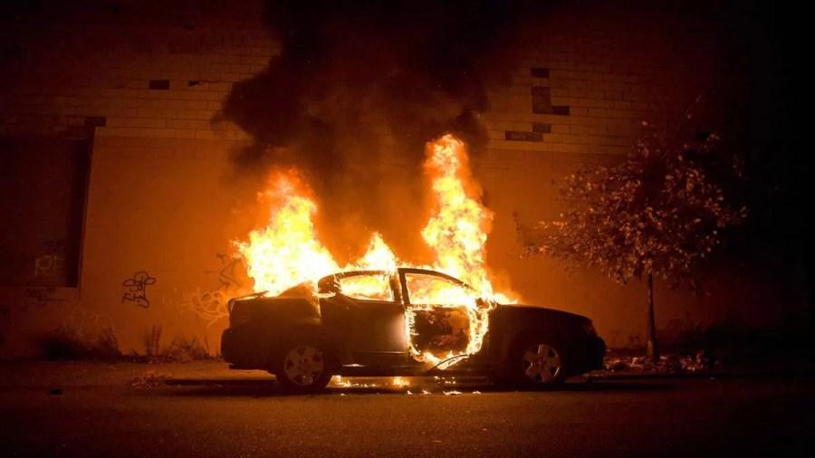 Un bărbat din Văleni și-a dat foc în mașină. A fost găsit carbonizat