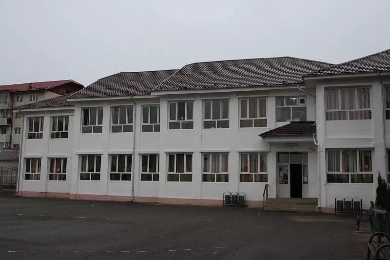 """Vălenii de Munte:Colegiul """"N.Iorga""""şi Şcoala""""Gh.Pănculescu""""-extinse pentru ca elevii să înveţe numai dimineaţa"""