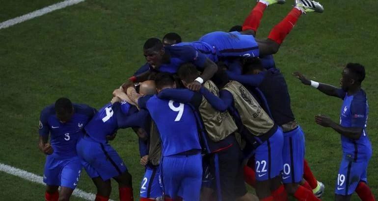 Rușii, bătuți fără… bătăuși! Franței îi place să se joace cu inimile suporterilor. Iar a câștigat pe final și iese din grupe