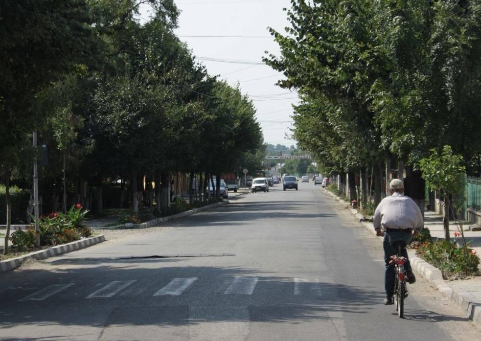 URLAŢI – Se modernizează intrarea în oraş. Strada 1 Mai va fi asfaltată