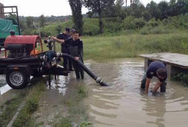 Inundaţii în Prahova. Sunt afectate oraşele Ploieşti, Sinaia, Urlaţi, Băicoi şi comunele Bărcăneşti, Târgşorul Vechi şi Berceni