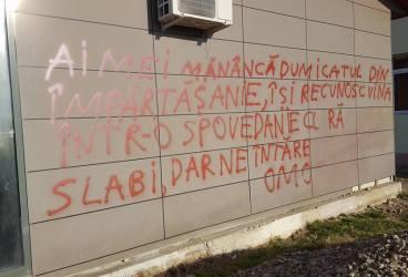 Persoana care a vandalizat clădirile din Tomşani a fost identificată. Răspunsul poliţiei
