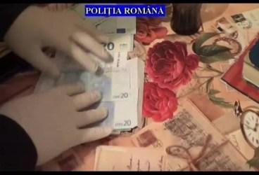 VIDEO – Ce-au găsit poliţiştii acasă la suspecţii de proxenetism