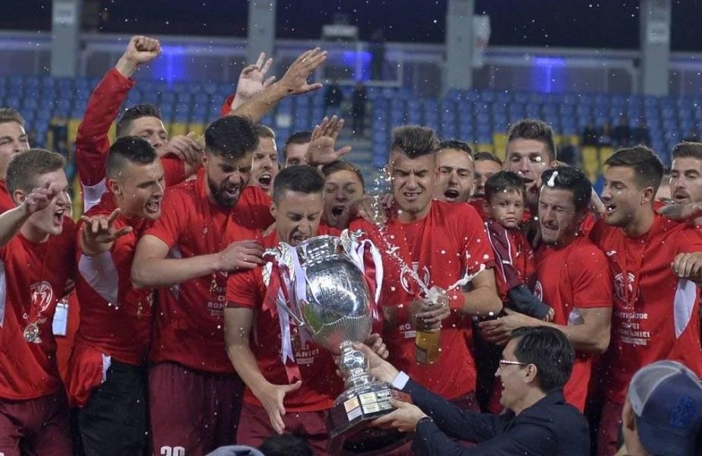 Laurentiu Marinescu si fiul, pe scena la decernarea trofeului Cupa Romaniei