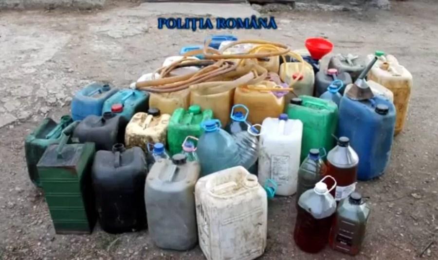 Ce-au găsit poliţiştii acasă la suspecţii de furt de combustibil din vagoane – VIDEO