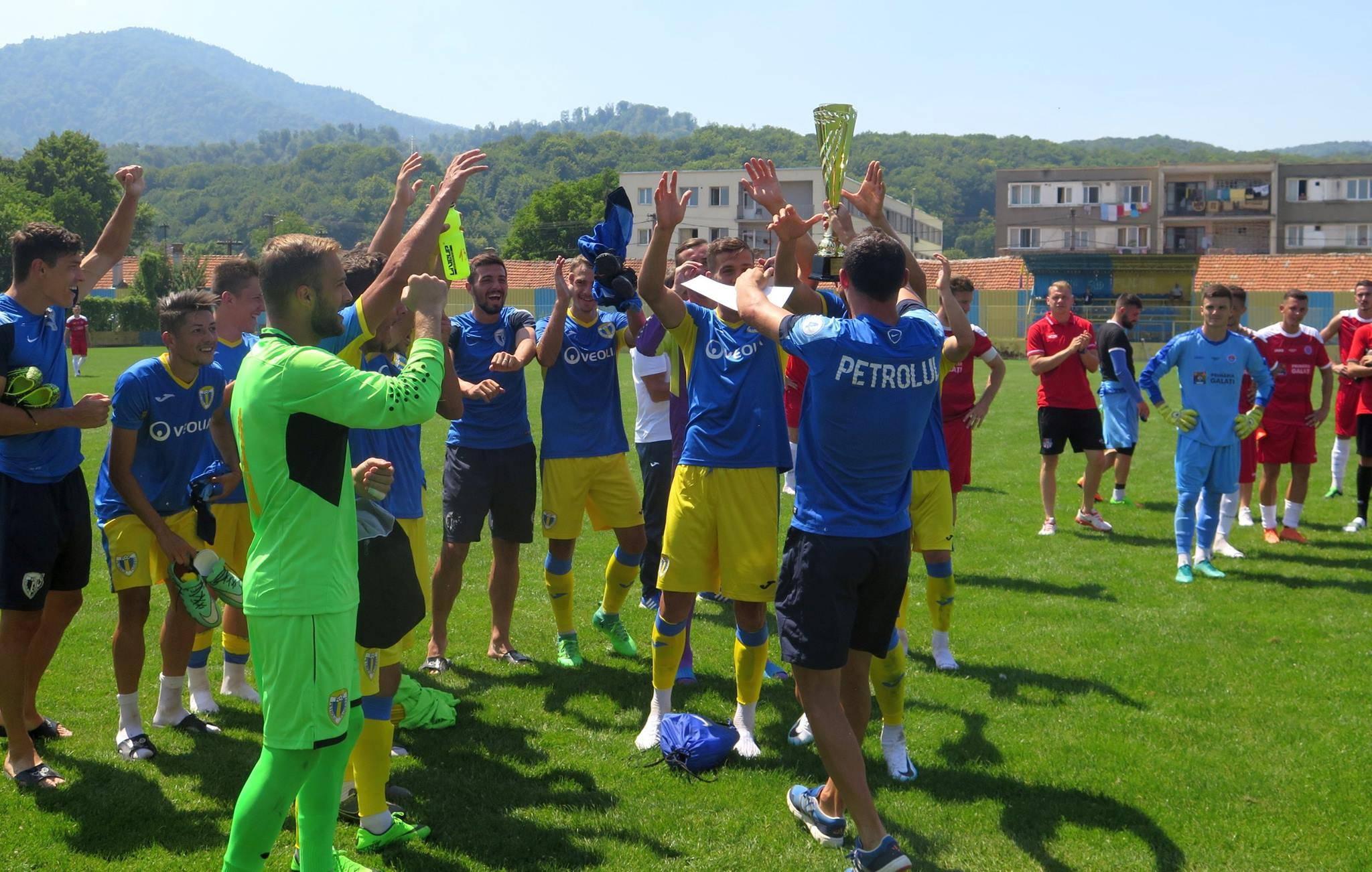 Final de cantonament montan cu o cupă și diplome! FC Petrolul a câștigat, fără gol primit, trofeul Nicolae Pescaru