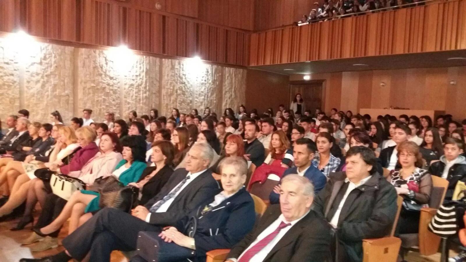 """Invitaţi din Cehia şi Italia la manifestările organizate de Ziua Educaţiei la Colegiul Economic """"Virgil Madgearu"""" Ploieşti"""