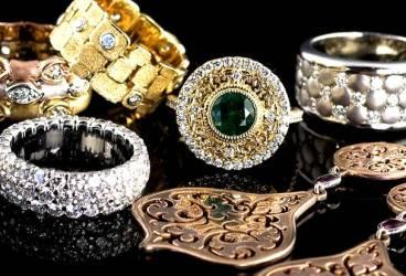 Aur sau argint. Ce bijuterii porţi în funcţie de culoarea pielii?