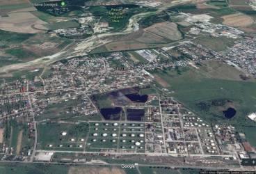 """""""Salba de lacuri"""" cu deşeuri petroliere din curtea Rafinăriei Vega (Rompetrol) se vede din spaţiu"""