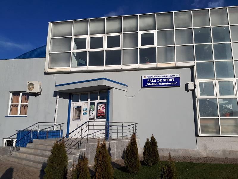 """Vălenii de Munte. Lucrări de modernizare la Sala de Sport """"Stelian Manolescu"""""""