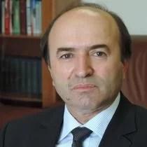 Tudorel Toader vine de urgenţă în ţară după scandalul iscat de declaraţiile lui Vlad Cosma