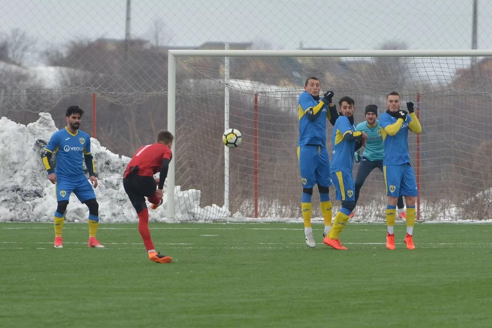Duminică apare pe arena Ilie Oană și al doilea arbitru din familia Kovacs. Dar vine și… Capră la meciul Petrolului cu Sporting Roșiori!