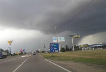Din această noapte, cod galben şi protocaliu de furtuni în Prahova