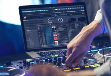 Un DJ de la țară s-a ales cu dosar penal pentru difuzare de muzică fără drepturi de autor