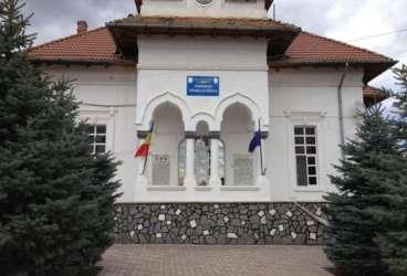 Buldoexcavator pentru lucrările pe domeniul public, achiziţionat prin fonduri europene de Primăria Băicoi