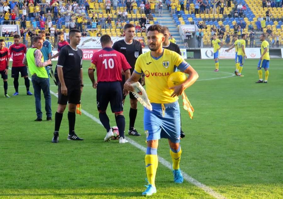În timp ce defensiva a luat șase goluri în cantonament și s-a întrecut în a provoca penaltiuri în același meci, Jean Prunescu se antrenează tot cu… juniorii!