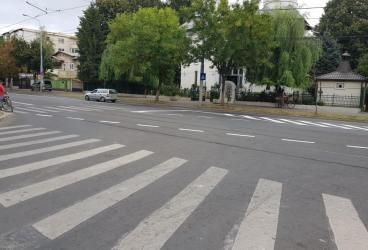 """Primăria rezolvă haosul rutier din strada """"Democraţiei"""""""