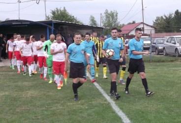 Lângă Câmpina, ca-n filmul mut! AFC Bănești-Urleta a câștigat pe merit în fața campioanei CS Blejoi, dar a fost un arbitraj de… Vulpe!