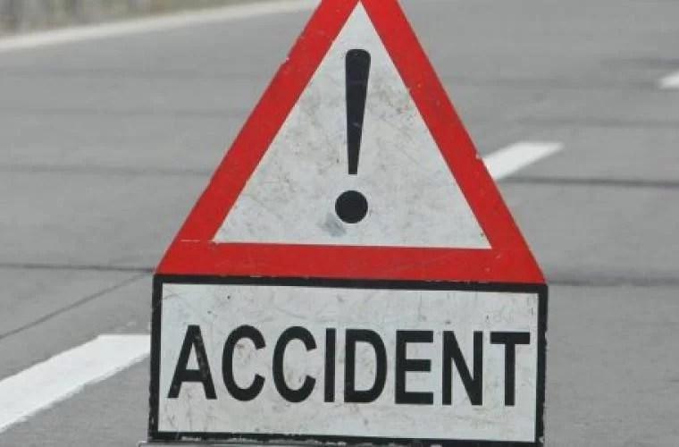 Accident rutier pe DN1, cu o femeie însărcinată şi doi minori implicaţi