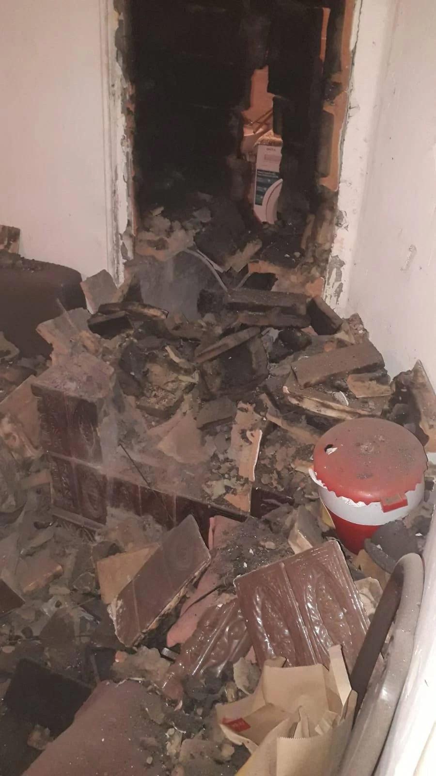 Doi tineri răniţi într-o explozie la o sobă cu gaze