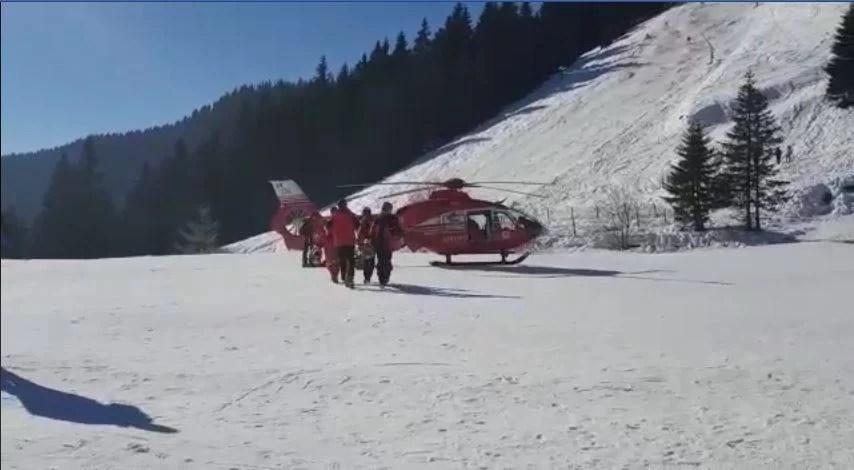 Tânără transportată cu elicopterul după un accident grav pe pârtie