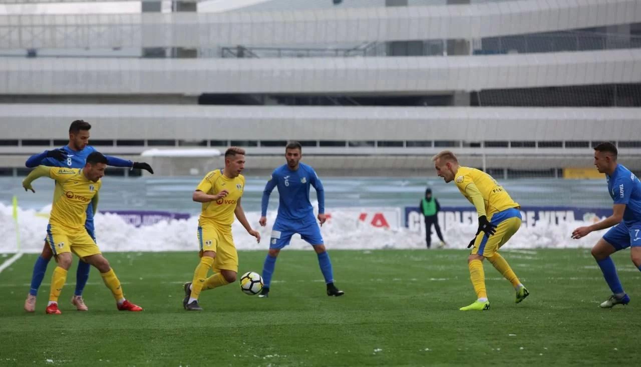 """În 10 jucători pe teren timp de o repriză, Petrolul și-a apărat locul 3 la meciul cu Pandurii, de la Târgu Jiu. Cu un atac """"stelar"""", golurile victoriei le-au marcat… fotbaliști defensivi!"""