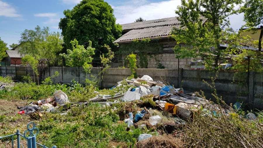 """Cimitirul Bolovani, provocare pentru primar să iasă din """"coconul lui de sticlă"""""""