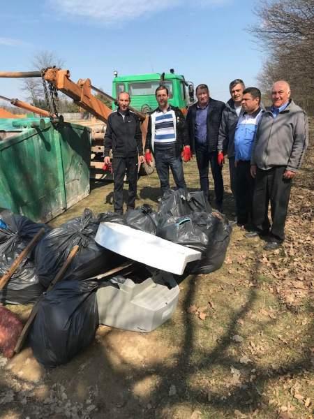 Primăria dă startul curăţeniei de primăvară în pădurile din comuna Păuleşti