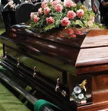Un şofer beat mangă a intrat cu maşina într-un cortegiu funerar