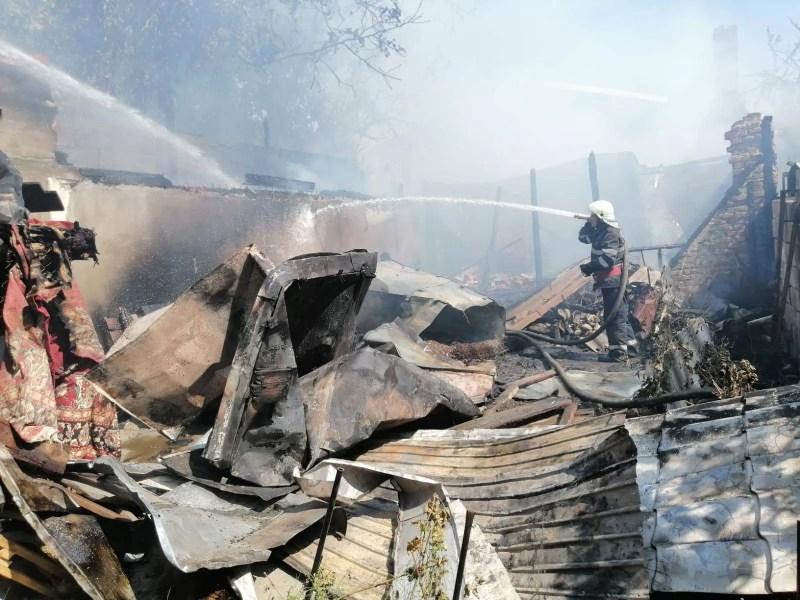 Imagini de la incendiul de pe strada Victor Babeş – Ploieşti