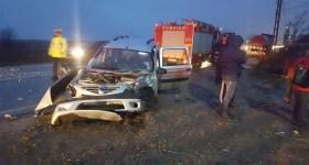 Accident cu descarcerare şi victime la Brătăşanca
