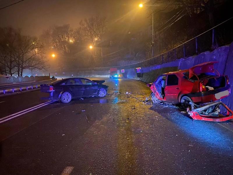 Accident la Sinaia, cu două maşini pulverizate, în miez de noapte