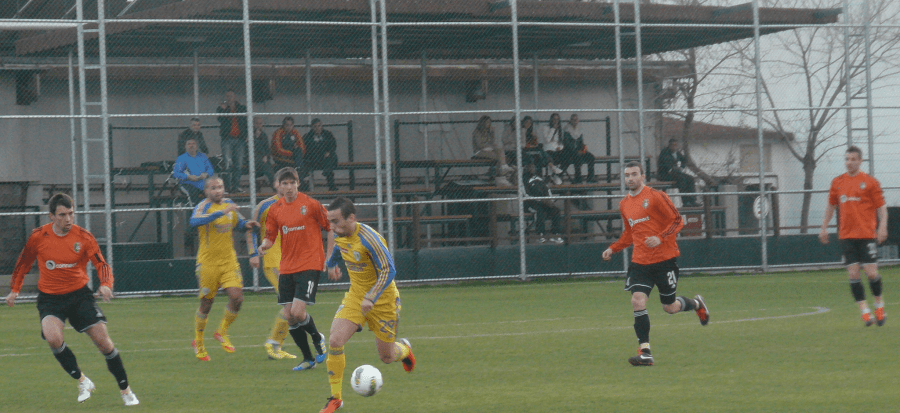Ultimul fotbalist care a semnat un contract cu găzarii a fost adversar al… SC FC Petrolul și în 2012, și în 2013! Internaționalul albanez Armando Vajushi juca pe-atunci la Litex Loveci