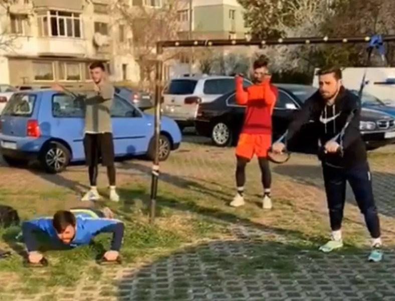 Unii în parc, alții – în parcare! Fotbaliști de la FC Petrolul și alte echipe din Prahova nu fac rabat la pregătire și se antrenează pe unde apucă, numai să fie gata de competiție!