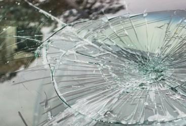 Puştoaică de 14 ani, furt auto, conducere fără permis şi accident rutier